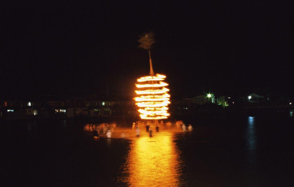 「吉原の万灯籠」(府登録文化財)